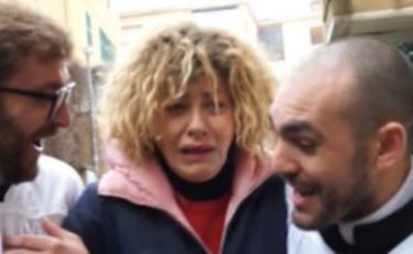 A Letto Con Eva.Le Iene Choc Per Eva Grimaldi La Compagna Imma Battaglia A Letto