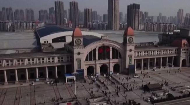 Wuhan riapre? No, fugge: ultima balla comunista svelata, disastro appena finita la quarantena