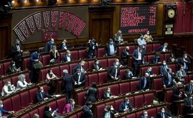 Coronavirus, alla faccia della casta: il ristorante della Camera dei deputati è l'unico aperto in tutta Italia – Libero Quotidiano