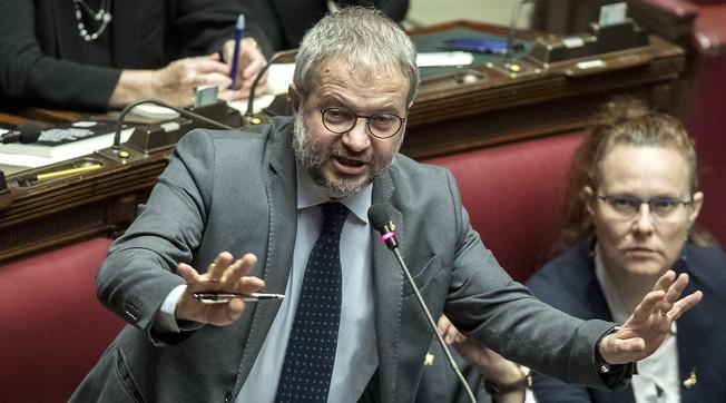 Colpire duro Claudio Borghi, ha osato brontolare: chat-Palamara, scandalo dopo scandalo