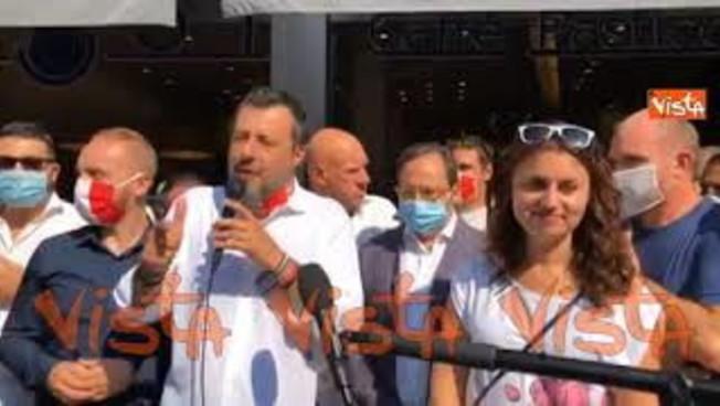 'Campionato di calcio ripartito prima delle scuole?'. Salvini contro il 'governo di capre'