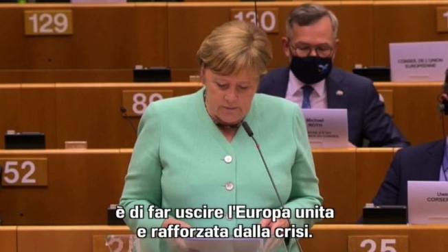 Merkel a Bruxelles chiede accordo su Recovery Plan entro l'estate