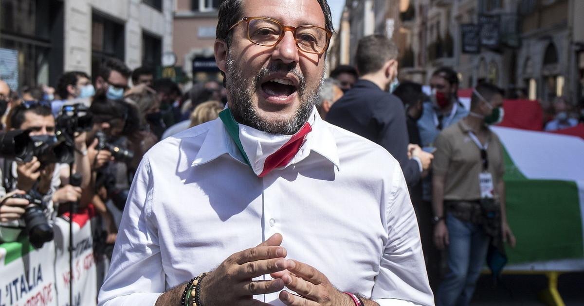 """Coronavirus, Matteo Salvini contro il governo: """"22 immigrati positivi, grazie al governo torna il contagio in Basilicata"""" thumbnail"""