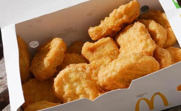 McDonald, cosa trova nelle crocchette: lo ingoia, rischia di soffocare. Una storia terrificante