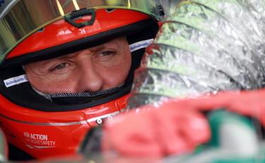 Nelle prime prove libere del Gp di Sepang Hamilton davanti a tutti. Malissimo le Ferrari: Alonso sesto e Massa Sedicesimo. Dopo il britannico della McLaren Schumacher, Button e Rosberg