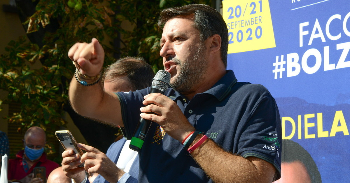 """Matteo Salvini, controffensiva Lega alle inchieste sui soldi: tre giorni di """"processo in piazza"""" ai pm thumbnail"""