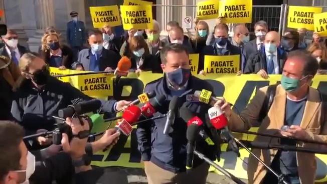'Nuovo lockdown? Prima pagate'. Clamoroso Salvini: scende in piazza davanti a casa Tridico