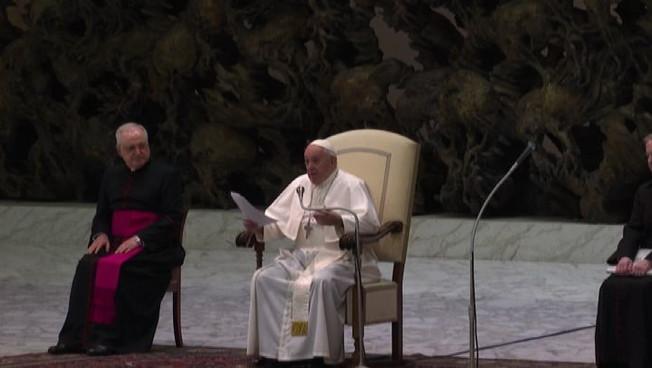 Covid-19, il Papa all'udienza del mercoledì: Lontani ma vicini
