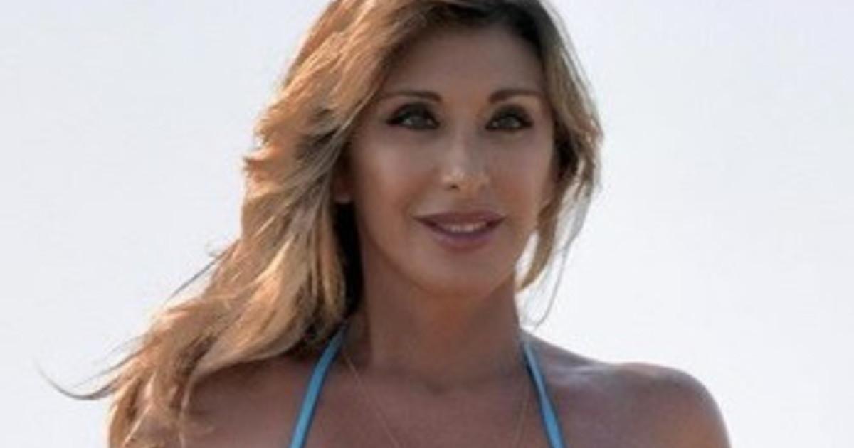Sabrina Salerno, autunno chi? Semi-nuda nel campo di