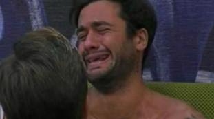 Crisi isterica dopo l'appuntamento: voglio andare via e piangere, Pierpaolo Pretelli fuori controllo