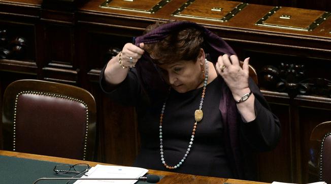 Teresa Bellanova praticamente silente. Clamorosa scena muta al vertice: Italia Viva, sul decreto Natale è partita la crisi?