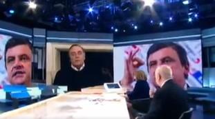 بورینو  ماستلا توهین می کند و کالاندا به طور زنده تماس می گیرد: هرج و مرج از Annunziata / ویدئو