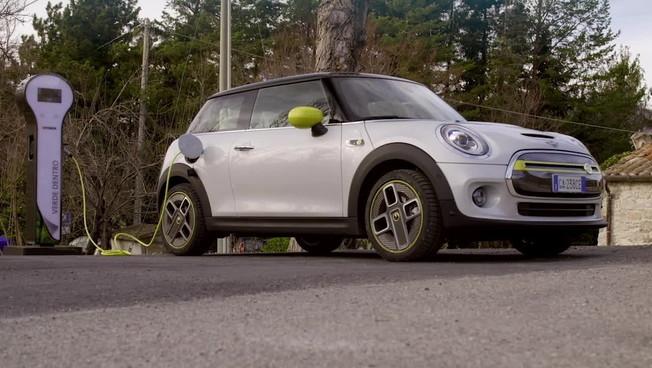 Mini lancia Cooper SE, per una mobilità a zero emissioni