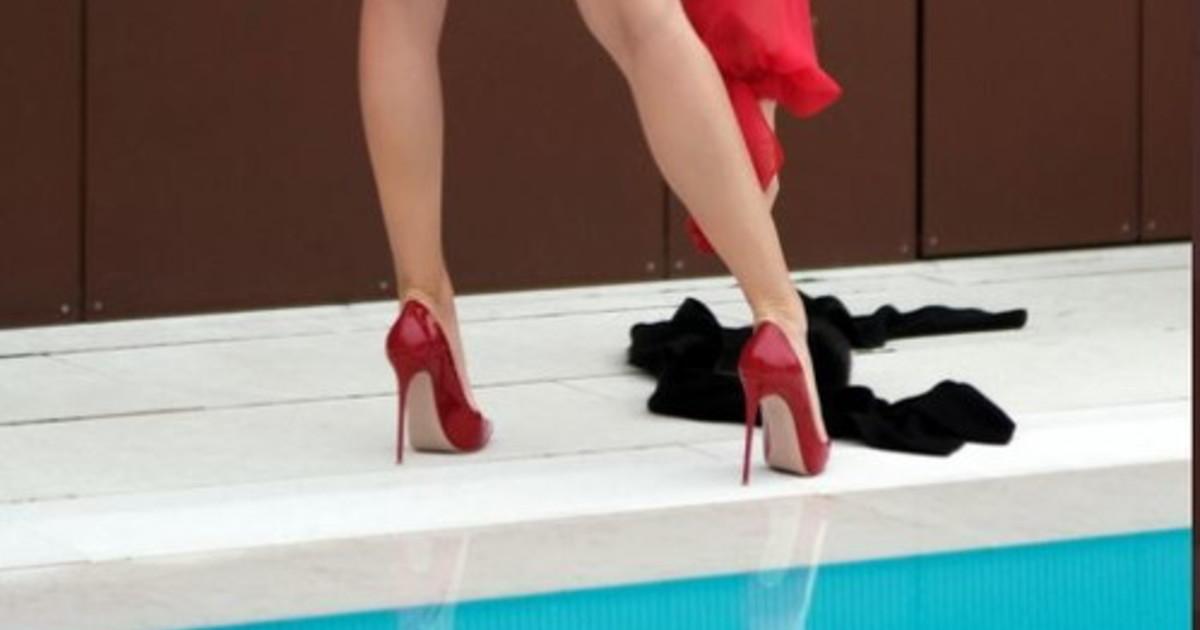 Sabrina Salerno in piscina, oltre i tacchi cè di più