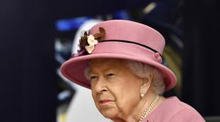 Ha convinto il governo a coprire tutto. Money, l'inchiesta che travolge la regina Elisabetta: qui crolla la famiglia reale