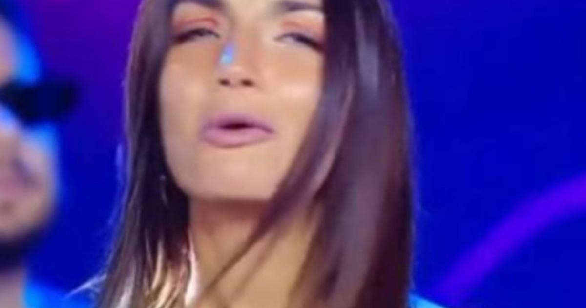 All Caz *** e!: Sbotta Elettra Lamborghini: l'isola dei famosi, scoppia un grosso affare