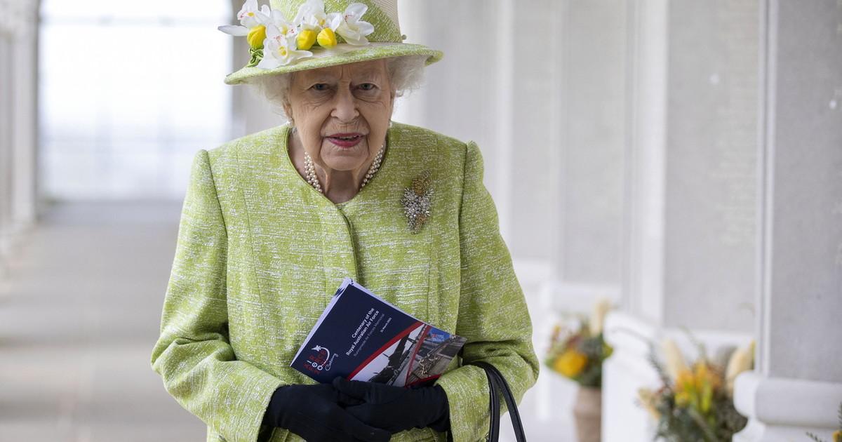 O que acontece com ela nessas horas.  A morte de Filipe, loucuras dramáticas na rainha Elizabeth: agonia no tribunal