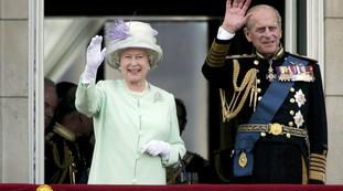 Uma semana após o funeral, um doloroso ponto de inflexão: esta foto da Rainha Elizabeth sendo torturada no Reino Unido    um olhar