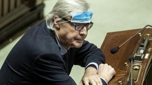 Envió a su hijo a joder.  Sgarbi derriba a Beppe Grillo: su brutal verdad