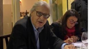 ¿Alcalde Sgarbi de Roma?  Con quien le pillaron en el restaurante: Virginia Raggi, la señal del fin    Mirar
