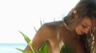 Beatrice Marchetti, via il bikini davanti alle telecamere. Cameraman impazzito all'Isola dei famosi, scena piccantissima