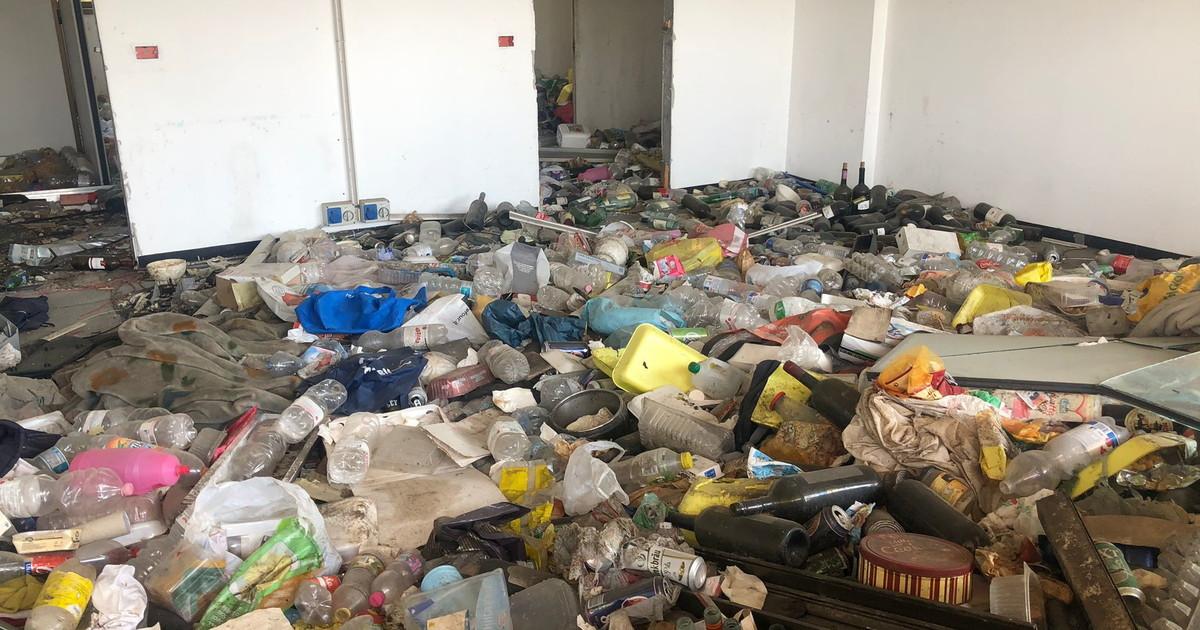 Milano, i rom si costruiscono una cittadella abusiva nei palazzi occupati: rifiuti e degrado, vergogna in via dei Pestagalli