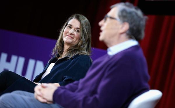 """Bill Gates, le notti con Jeffrey Epstein: """"Perché Melinda lo ha mollato"""", scandalo sessuale dietro il divorzio?"""