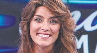 Elisa Isoardi? Adesso sta ancora sorridendo. La voce sonora dei corridoi Mediaset: non solo lavoro. Dopo Salvini diciamo che ...