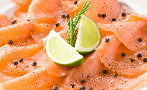 """Le Iene, """"occhio al salmone che acquisti"""": come riconoscere se il pesce è stato attaccato dai parassiti"""