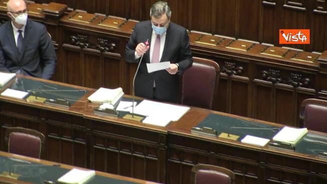 Mario Draghi ricorda Luana D'Orazio: i deputati si alzano, l'applauso di tutta l'Aula