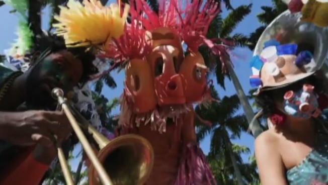 Le star del Carnevale di Rio si reinventano per sopravvivere