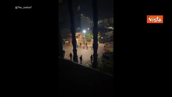 Israele, le truppe nelle strade di Lod: pronte e invadere la Striscia di Gaza