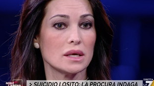 Omicidio o suicidio? Il cerchio si stringe, Manuela Arcuri avvistata in procura: ecco chi trema