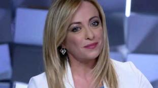 L'unica donna, perché è impressionante. Vittorio Feltri proietta Giorgia Meloni in orbita: la sentenza (e la reazione della leader FdI)