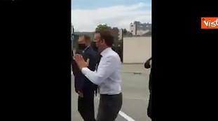 Macron ha rischiato grosso, è l'uomo che lo ha schiaffeggiato per strada: il video choc dell'attentato | Vedere