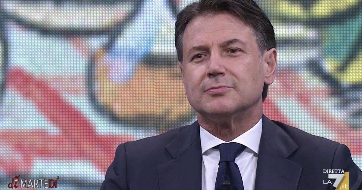 """Bentornato…"". Capito, Floris? Come chiama Giuseppe Conte (due volte): 'cancellato' Mario Draghi"