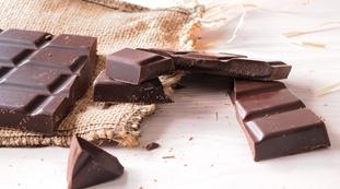Mangi cioccolato di primo mattino? Lo studio: peso e sangue, le impensabili conseguenze per il tuo corpo