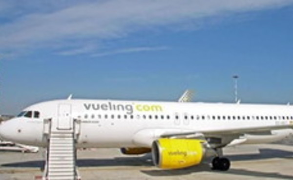 """Lampedusa, aereo bloccato in pista 18 ore: """"Non c'è benzina"""". Sapete perché? Robe che solo in Italia..."""