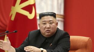 Questo Kim Jong-un? Non proprio, foto inquietanti in pubblico: come si riduce il sospetto sul nucleare | Vedere