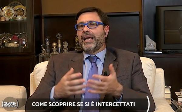"""Quarta Repubblica, l'informatico: """"Il tuo smartphone è intercettato? Ecco il segnale che lo conferma"""""""