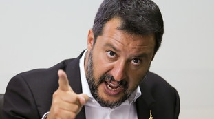 you are silly.  Pepe Sala insults the national team and Salvini slaps him: Take care of the dangerous