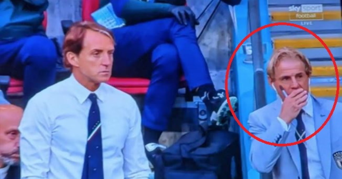 Chi è?. L'uomo in panchina accanto a Mancini: ex protagonista della Serie A, a 58 anni è irriconoscibile | Foto