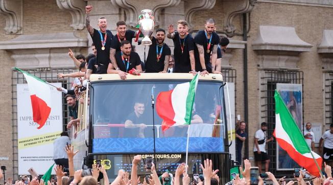 Pullman non autorizzato, patti traditi. Prefetto di Roma a valanga su Bonucci: festa in strada, sconcertante ricostruzione