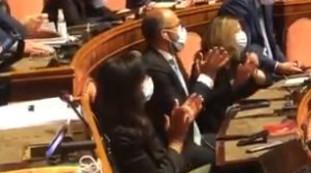 Cumprimentos de Salvini.  O insulto de Sirina contra Renziano no tribunal;  Parte do Travesseiro Pd |  Vídeo