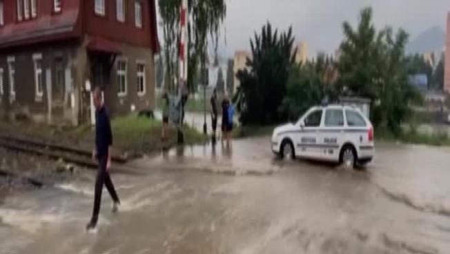 Clima louco também na República Tcheca, inundações devastadoras: um país de joelhos