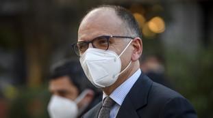 Vuole parlare con me? Rinneghi in pubblico Orban: l'ultimo delirio di Enrico Letta contro Salvini