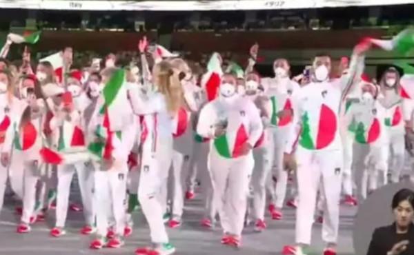 Tokyo 2020, gli italiani sfilano e la tv coreana manda in onda questa roba: vergogna internazionale