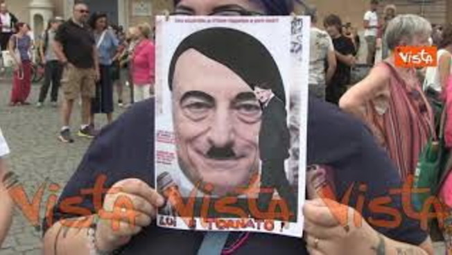 Draghi come Hitler: lo sfregio dei no vax in piazza a Roma, che fine fa il premier