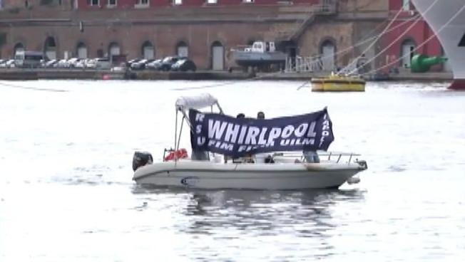 Protesta dei lavoratori Whirlpool al porto di Napoli