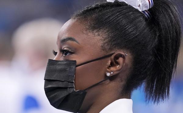 """Tokyo 2020, Simone Biles """"abusata dal medico della sua squadra"""": l'orrore dietro il ritiro"""
